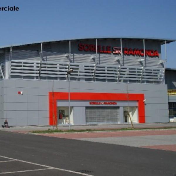 Rivestimento di facciata – Centro Commerciale – Ivrea (TO)