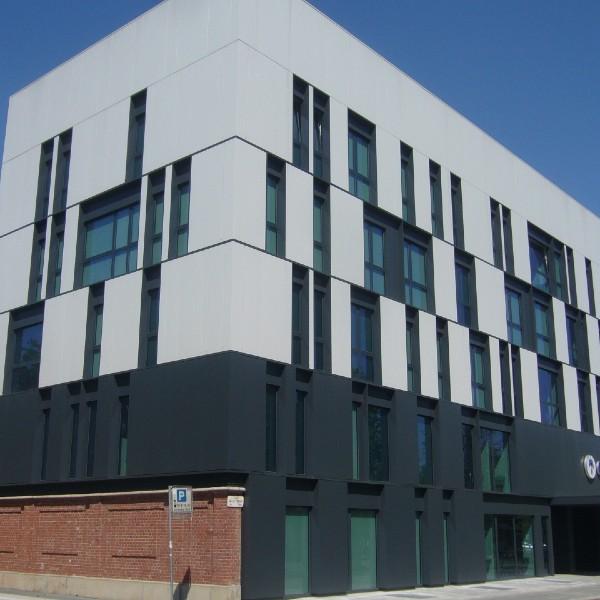 Rivestimento di facciata – Centro Polispecialistico CDC – Torino